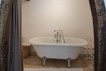 Inviting roll-top bath in the en suite to the annexe.