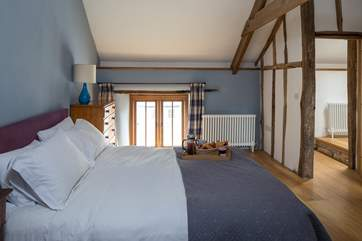 The main bedroom in Giles Cottage also has a en suite shower-room.