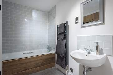 The en suite bathroom (with a fitted shower over the bath).