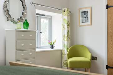 Lovely touches of green throughout the cottage reference the name; Hocking's Green is an old Cornish cider apple.