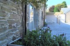 Hocking's Green Sleeps 4 + cot, 5.6 miles N of Looe.