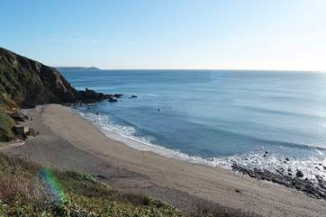 Portwrinkle beach sits below the outstanding clifftop golf course at Crafthole (Whitsand Bay Golf Course).