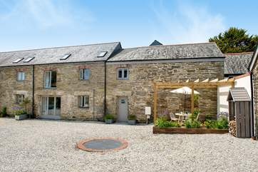 Hocking's Green is a beautifully converted barn set around a sheltered courtyard