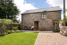 The Barn at Trelash Sleeps 2, 5.7 miles E of Boscastle.