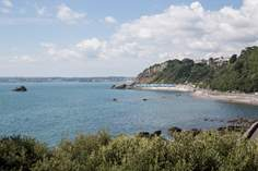 Henrys Beach Sleeps 6 + 2 cots, 1.2 miles NW of Torquay.