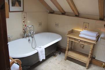 The family bathroom on the first floor. What a beautiful bath.