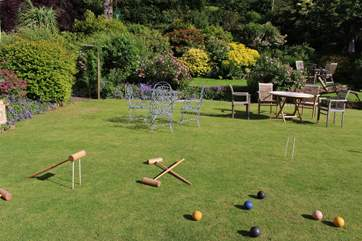 Perhaps a game of croquet on this beautiful lawn is more appealing. Please request the equipment from the on-site team.