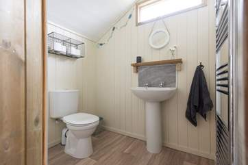 In addition to the shower-room with WC, there is a cloakroom too!