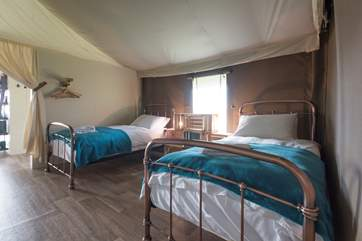 The twin bedroom has lovely copper bed frames.