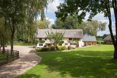 Middle Weaver Farm Sleeps 10 + cot, 7.7 miles W of Honiton.