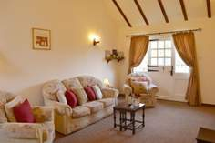 Dairy Cottage - Holiday Cottage - 2.1 miles SE of Yarmouth