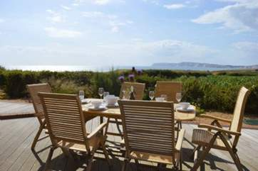 You may want to dine al fresco everyday with this stunning setting
