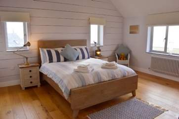 You will find yourself having the perfect nights sleep in this king-size bed