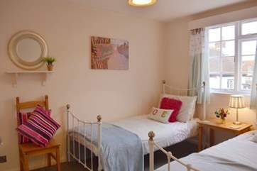 Lovely a delightful twin bedroom
