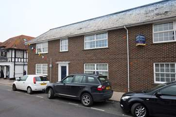 A perfect location in Yarmouth centre, a short walk from great dining, shops and the busy harbour!