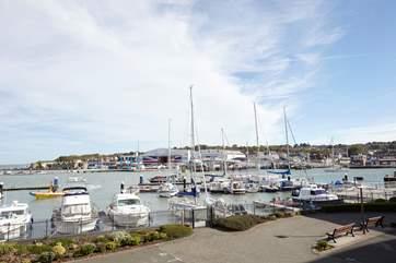 Enjoy this fantastic harbour view