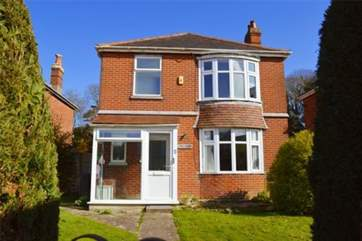 Welcome to Henley House, a three bedroom cottage in the vibrant town of Ryde