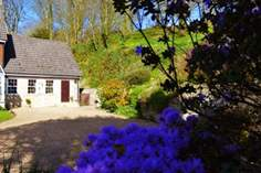 Little Tremore Cottage - Holiday Cottage - 4.8 miles SW of Newport