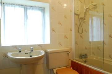 The en suite bathroom.