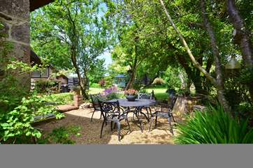 Enjoy your dinner al fresco style in the Isle of Wight sunshine