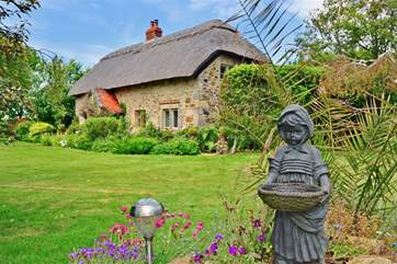 A wonderful thatched, two bedroom cottage in Ventnor.