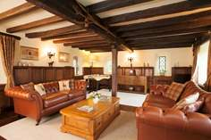 Old Nursery Thatch - Holiday Cottage - 6.3 miles W of Ventnor