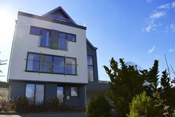 Solent Heights, a gorgeous and modern 5 bedroom house in the popular sailing town of Cowes