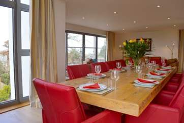 A fabulous room with spectacular views to enjoy a relaxed dinner party with family