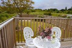 Solent View Sleeps 4 + cot, 1.4 miles W of Cowes.
