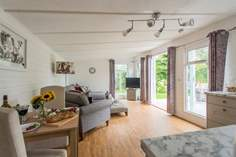 Cuddle Cabin - Holiday Cottage - 4.6 miles W of Falmouth
