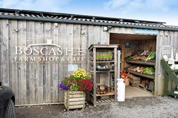 Take a stroll to Boscastle farm shop and cafe and reward yourself with a tasty treat!