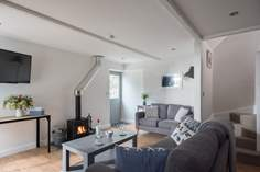 Pendragon Sleeps 4 + cot, 5.5 miles N of Looe.