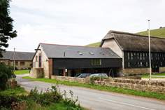 Chillerton Farm Barn - Holiday Cottage - 3.9 miles S of Newport