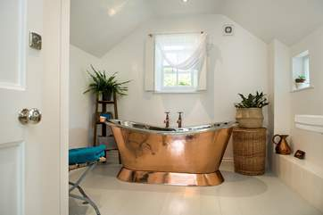 The luxurious en suite bathroom.