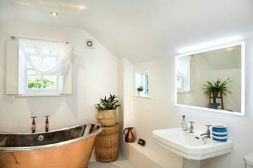 You'll certainly enjoy a wonderful bubble bath whilst on holiday in Ruth's Cottage!