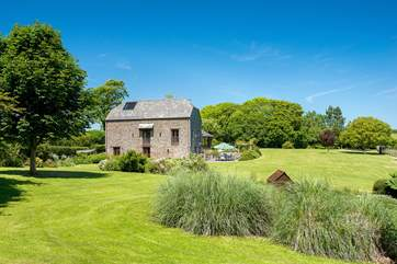 Mowhay Barns sits in an acre of beautifully landscaped gardens.