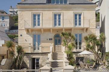 Villa Amanti, situated on the beautiful seafront of Ventnor