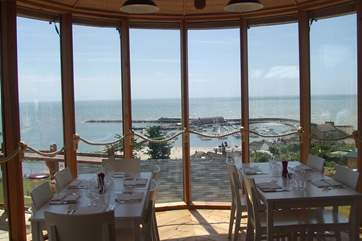 Hix Oyster and Fish House in Lyme Regis serves fabulous food with magnificent views. Hix offers a 10% discount to Classic Cottages guests for groups of 6 or less. Guests will need to show their booki
