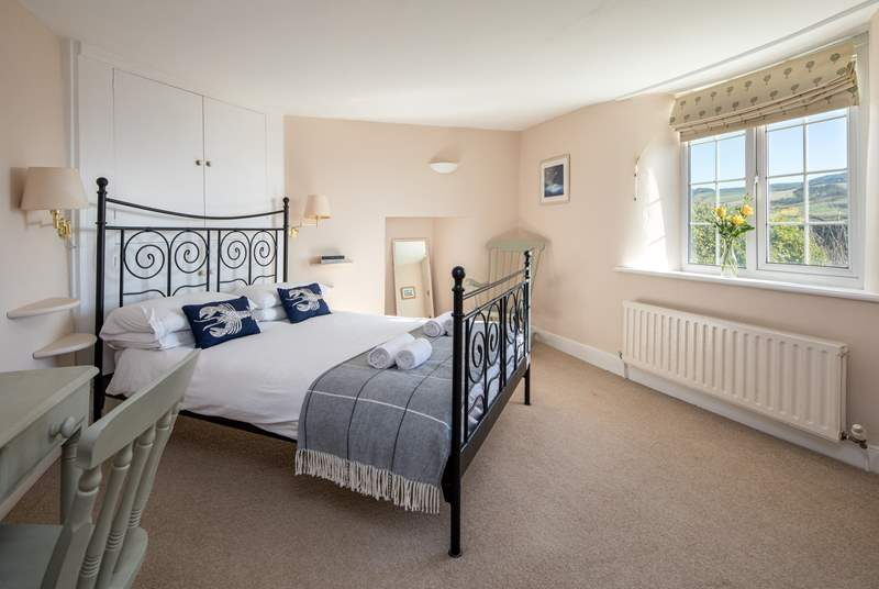 This pretty master bedroom has a 4ft 6in double bed.