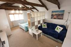 The Tractor Shed Sleeps 2 + cot, 2 miles N of Marazion.