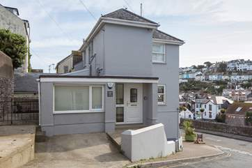 1 Apters Hill House is positioned in a great spot giving you easy access to the harbour and all highly recommended restaurants.