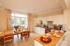 2 Sea Whispers Sleeps 5 + cot, Seaview.