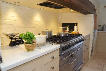 You will love cooking on this range cooker - Buddlewall is perfect for wonderful family gatherings and on a practical level the kitchen is fabulously equipped.