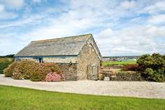 Treretherne Barn Sleeps 5 + cot, Padstow.