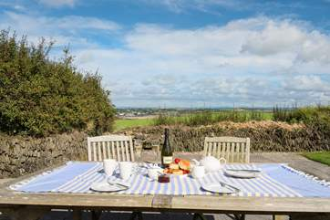 ...and whilst dining al fresco a chance to take in some more of that view.