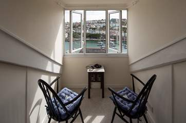 Views don't get any better than this! The second floor snug/games-room is perched overlooking the harbour and out to sea. Hours can be spent here taking in this charming and bustling fishing town.