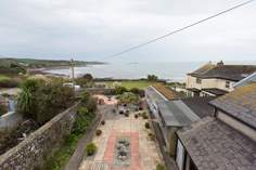 The Lookout Sleeps 4 + cot, Marazion.