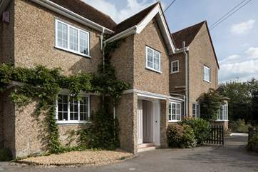 Ridge House is a delightful family home just a five minute flat walk to the village centre.