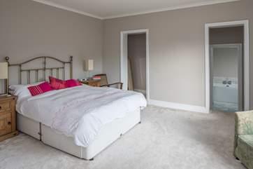 Bedroom 1 has a 5ft bed and en suite bathroom.