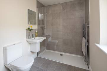 This large walk-in shower is on the ground floor, ideal for sandy children after a day at the beach.